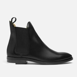 Everlane Chelsea black leather boots